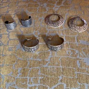 BKE Stamped metal hoop earring bundle